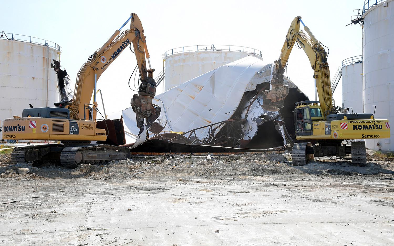 Hellenic Petroleum demolishes fuel tanks on Larnaca coast